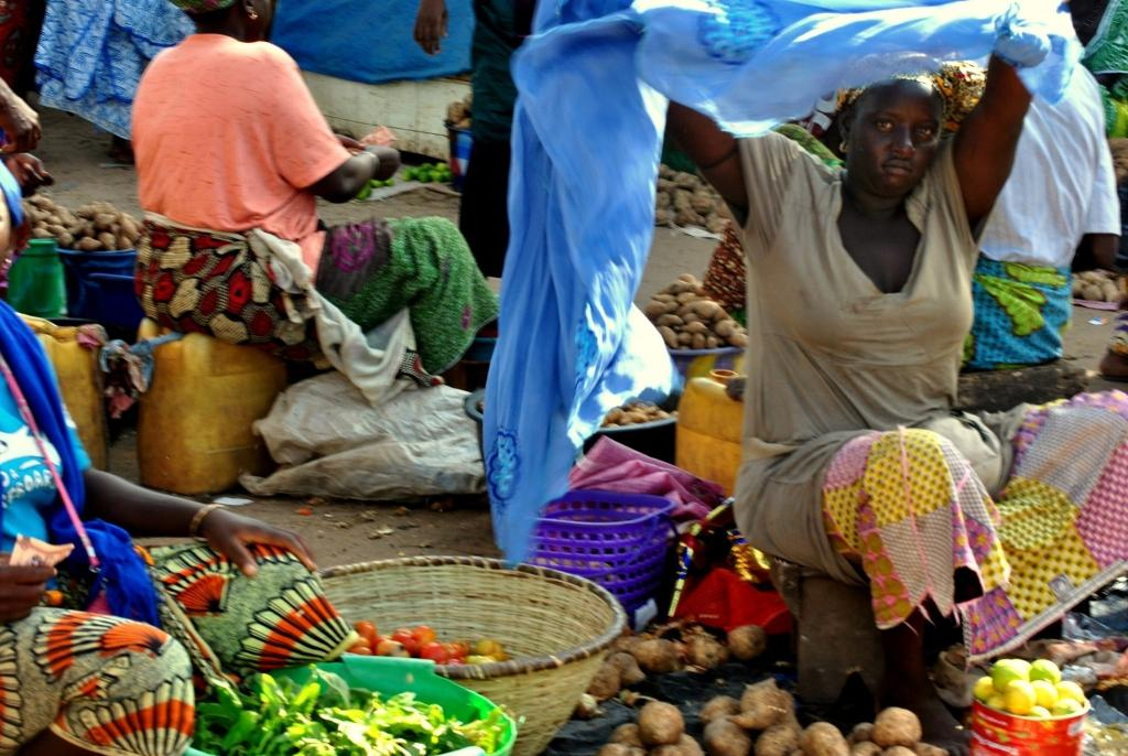 Buy food in markets africa saving tips