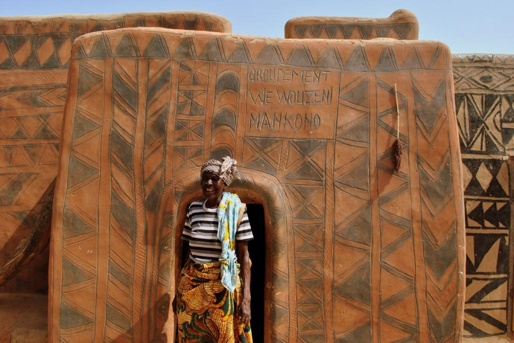 backpacking burkina faso Tiebele traditional wall paintings