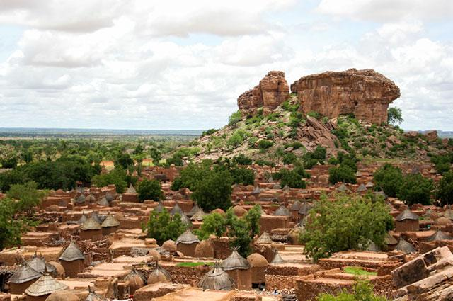 hiking-Dogon-country-Mali